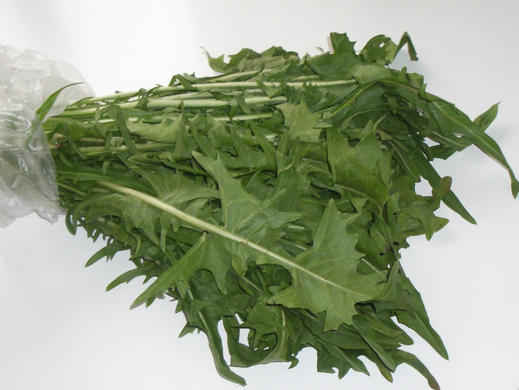 Detoxifying dandelion greens